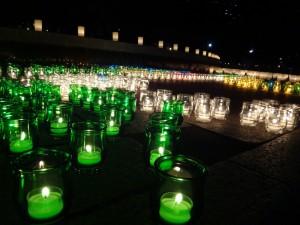冬の夜に様々な色で彩られたロウソクのライトアップ、「HIBIYA AKARI TERRACE 2016」5