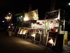 冬の夜に様々な色で彩られたロウソクのライトアップ、「HIBIYA AKARI TERRACE 2016」2