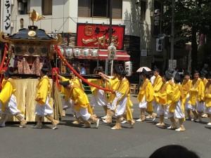 茅場町で祭りを見かけました。4