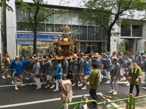 茅場町で祭りを見かけました。7
