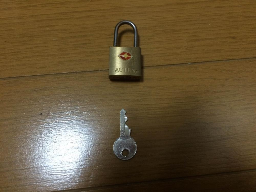 ちょっとした防犯対策に使っていた南京錠が壊れました。