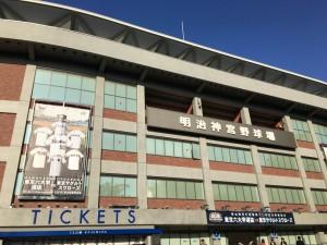 明治神宮外苑創建90年記念奉納試合「東京六大学選抜 VS 東京ヤクルトスワローズ」を観戦してきました。2