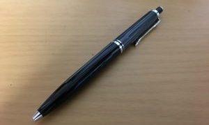 ペリカンのボールペン「K405 ブラックストライプ」を使って。