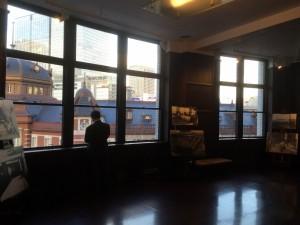 雰囲気がいい「旧東京中央郵便局室」(12)