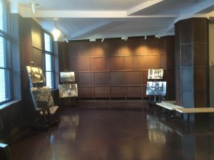 雰囲気がいい「旧東京中央郵便局室」(18)